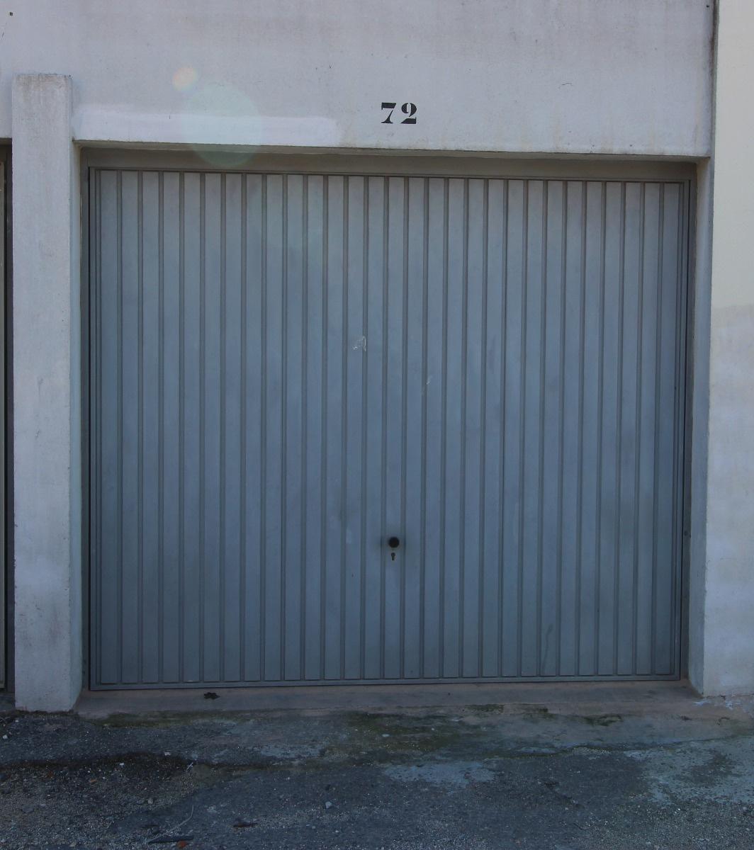 location garage toulon pontcarral 13m. Black Bedroom Furniture Sets. Home Design Ideas